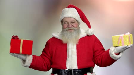 santaclaus : Old cute Santa with New Year gifts. Funny grandfather in traditional Christmas costume. Gifts from the North Pole. Winter holiday sales. Stock Footage