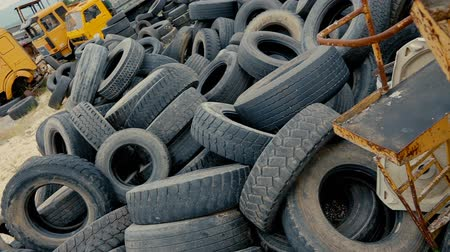 tread : Dump car tires, old tires.