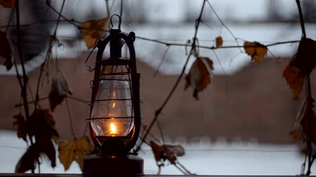 lampa naftowa : Old kerosene lamp outdoor in winter Wideo