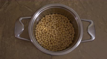 bezelye : Soaking Chickpeas In Water, Before Cooking, Time lapse