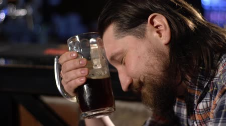 manó : Red Bearded man drinking beer in a bar