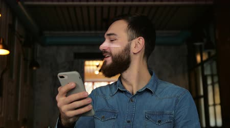 uznání : man scans the face with the phone. Face ID
