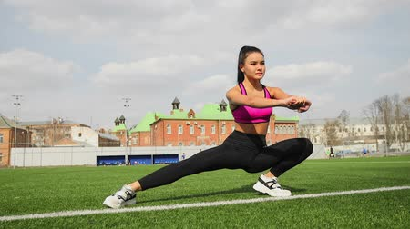 çabaları : Sporty young asian woman is stretching on the stadium. Sports workout outdoors.
