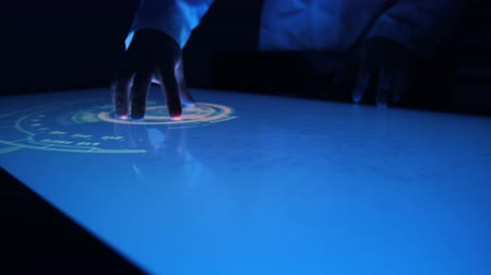interaktif : Man indicators on sensor touch screen sensory interactive table in the dark. Stok Video