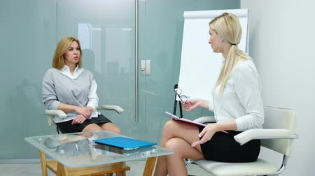 Woman psychologist explains to the patient plan for the upcoming therapy. First therapy session. Wideo