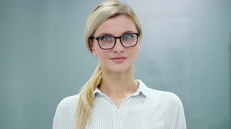 psychotherapist : Young woman psychologist is preparing to record her presentation with flipchart in front of the camera. Stock Footage