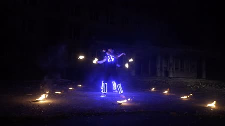 chmiel : Beautiful fire show in the performance of two guys Wideo