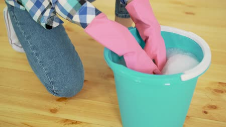squeeze : Wringing a cleaning rag Stock Footage