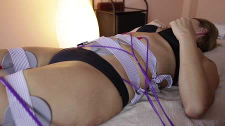 аппаратные средства : Close up shot of woman at electro stimulation therapy. Electro bio stimulation of thighs and buttocks. Rejuvenate therapy. Hardware cosmetology.