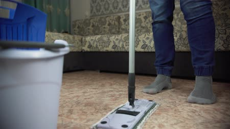 süpürge : Professional floor cleaning with a MOP. A man from the cleaning company washes the floor in the living room. Stok Video