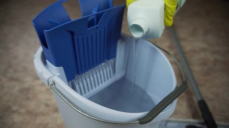 pour detergent into the bucket to clean the room.