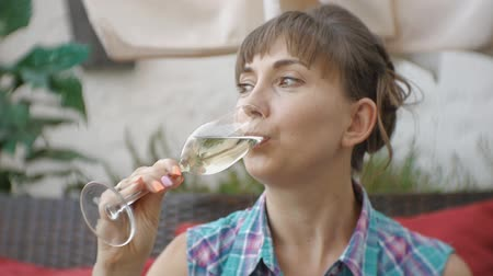 degustation : Portrait of attractive young caucasian woman drinking sparkling wine on open terrace of japanese restaurant Vidéos Libres De Droits