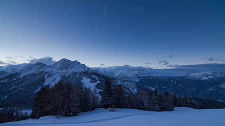 szépség a természetben : Beautiful time lapse of the mountains at sunrise in the early morning in the Italian Dolomites