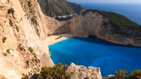 görögország : Beautiful full HD timelapse of shipwreck beach on the island of Zakynthos, Greece.