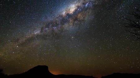 estrela : Beautiful full HD 30fps timelapse of the moon and venus followed by the Milky way, seen from Isalo, Madagascar Vídeos
