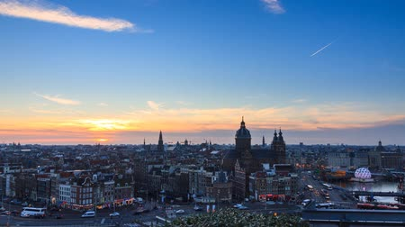 holandês : Beautiful Full HD timelapse at sunset of the skyline of Amsterdam, the Netherlands