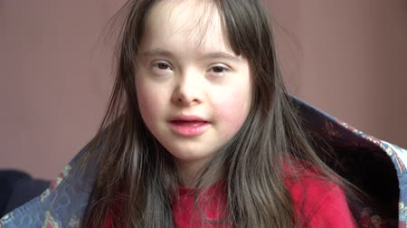 pré escolar : Down syndrome girl have fun