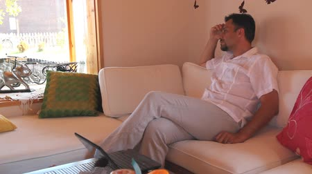 düşünceli : thoughtful man in the living room