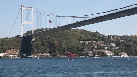 turecko : goes sailing down the Bosphorus