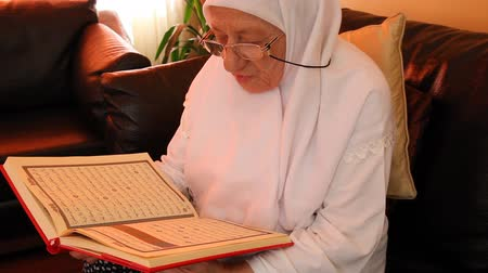 persuasion : Muslim women read the Quran
