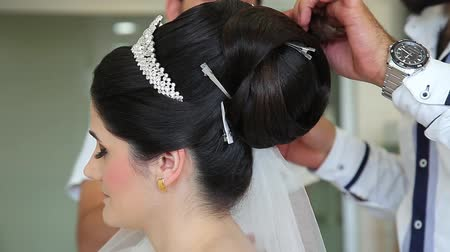 corte de cabelo : the brides hair is getting ready 2