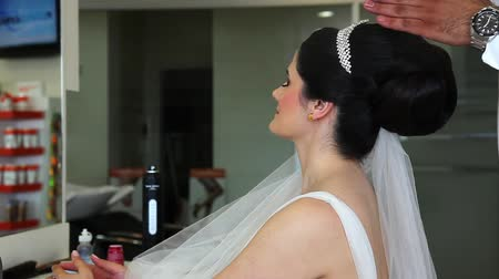 pędzel : the brides hair is getting ready 1 Wideo
