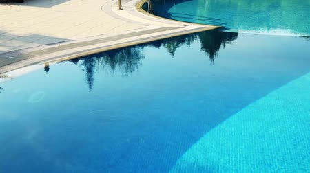 yerleşim : luxury village and pool, tilt shoot Stok Video