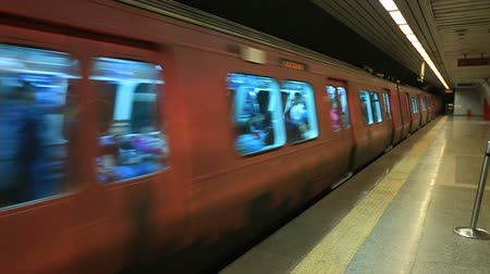 zsúfolt : Subway Train & Arrival