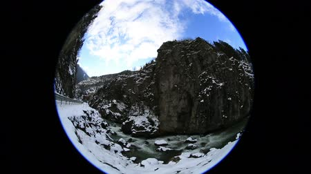 cena não urbana : fish eye flowing river and clouds in winter, pan shoot