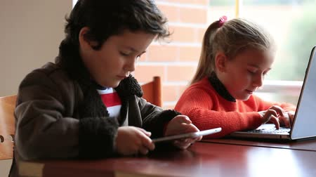 онлайн : smart children studying, using digital tablet and laptop at classroom