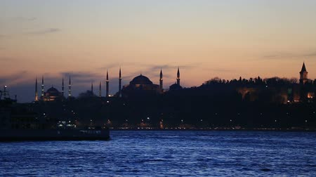 turecko : famous place Topkapi Palace, Hagia Sophia, Blue Mosque at Istanbul blue hours