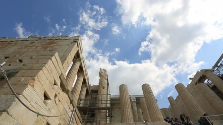 bohyně : time lapse Tourist Walking Entery Gate and Stairs Ancient Acropolis in Athens Greece