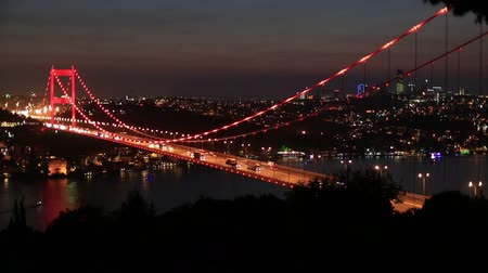 turecko : time lapse blue time traffic on the Fatih Sultan Mehmet Bridge at Istanbul Turkey, dolly shot Dostupné videozáznamy
