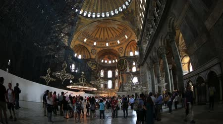 muzeum : Tourist Visiting Historic Famous Monument Hagia Sophia Church Mosque (Aya Sofya) at SultanAhmet District Istanbul Turkey