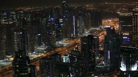 Объединенные Арабские Эмираты : aerial view Sheikh Zayed Road with Dubai Marina in United Arab Emirates at night