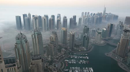 эмираты : time lapse aerial view skyscraper foggy weather Dubai Marina  United Arab Emirates UAE at morning Стоковые видеозаписи