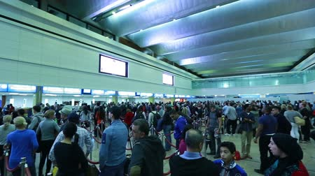 pas : people waiting for passport control at Dubai international airport Dostupné videozáznamy