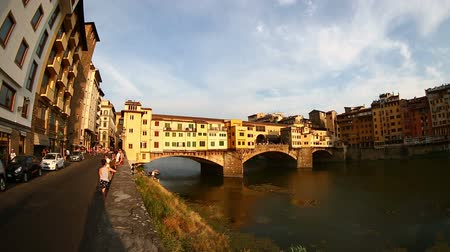 florencja : Time Lapse Ponte Vecchio Bridge on Arno River at Florence Tuscany Italy