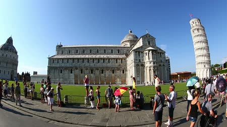toscana : Tracking Shot Tourist Visiting Famous Place Pisa Tower at Square of Miracles Torre di Pisa at Piazza dei Miracoli at Tuscany Italy Vídeos