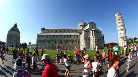 toscana : Tourist Visiting Famous Place Pisa Tower at Square of Miracles Torre di Pisa at Piazza dei Miracoli at Tuscany Italy Vídeos