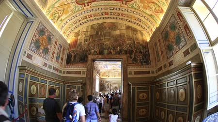 vatikan : Interior Shot Tourist Visiting of Vatican Museum