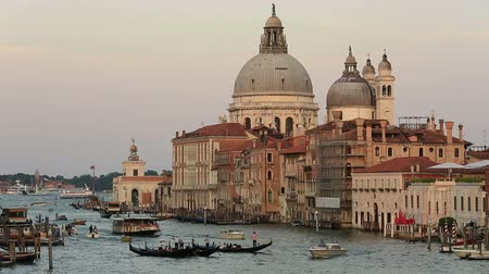 veneza : Gondola Traffic on the Grand Canal Canale Grande with Santa Maria della Salute at Venice Veneto Italy