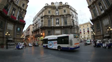 sycylia : Dolly Shot Time Lapse City Traffic on Four Corners Fountain, Piazza Vigliana at Palermo Sicily Italy Wideo