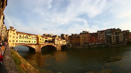 florencja : Pan Shot Sunset Ponte Vecchio Bridge on Arno River at Florence Tuscany Italy