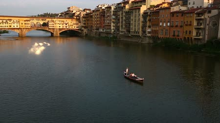 florencja : Gondola Trip and Ponte Vecchio Bridge on Arno River at Florence Tuscany Italy