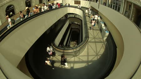 vatikan : Tracking Shot Time Lapse stairs in Vatican Museum Stok Video