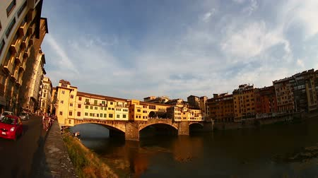 florencja : Tilt Shot Ponte Vecchio Bridge on Arno River at Florence Tuscany Italy