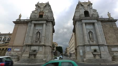 szicília : Dolly Shot Time Lapse Monument Porta Felice With City Traffic at Palermo Sicily Italy Stock mozgókép