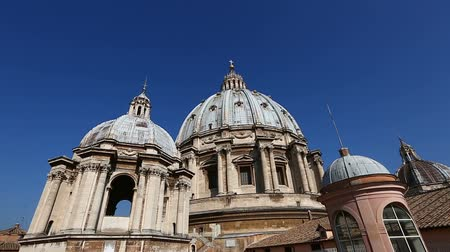 watykan : Roof of St. Peters Basilica at Vatican City Wideo