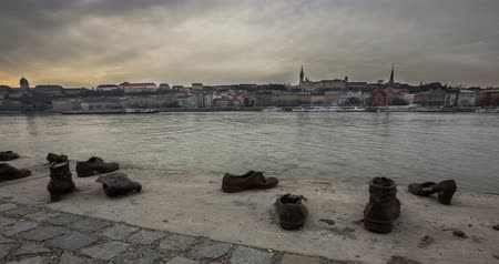 elesett : Shoes on the Danube. Time lapse Stock mozgókép